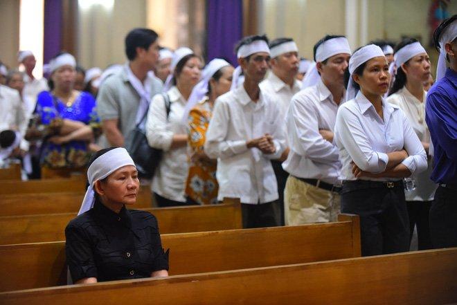 Anh: Xuc dong le vieng Tong giam muc Phaolo Bui Van Doc tai nha tho Duc Ba hinh anh 14