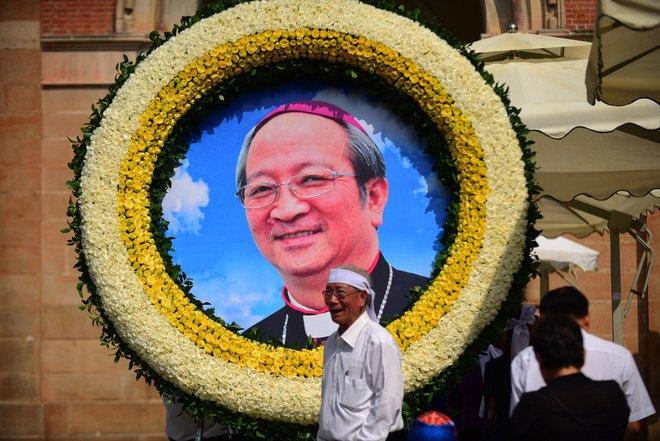 Anh: Xuc dong le vieng Tong giam muc Phaolo Bui Van Doc tai nha tho Duc Ba hinh anh 16