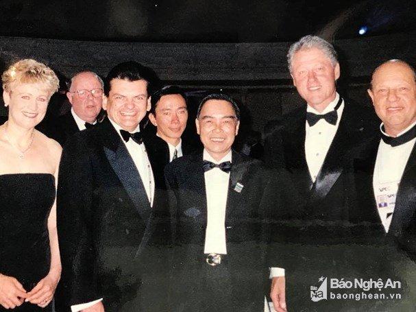 Dai su Pham Sanh Chau ke loi dan dac biet cua nguyen Thu tuong Phan Van Khai tai ASEAN 1998 hinh anh 1