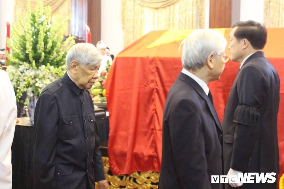 Tong Bi thu Nguyen Phu Trong den vieng, viet loi tiec thuong nguyen Thu tuong Phan Van Khai hinh anh 4