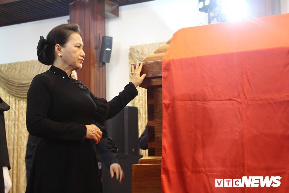 Tong Bi thu Nguyen Phu Trong den vieng, viet loi tiec thuong nguyen Thu tuong Phan Van Khai hinh anh 12