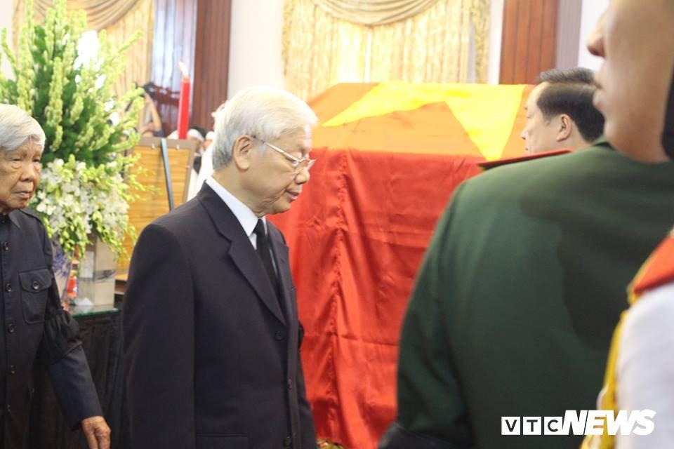 Tong Bi thu Nguyen Phu Trong den vieng, viet loi tiec thuong nguyen Thu tuong Phan Van Khai hinh anh 3