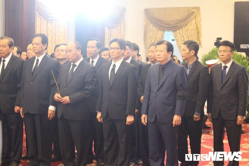 Tong Bi thu Nguyen Phu Trong den vieng, viet loi tiec thuong nguyen Thu tuong Phan Van Khai hinh anh 9