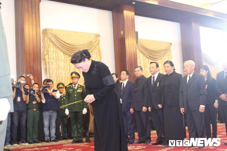 Tong Bi thu Nguyen Phu Trong den vieng, viet loi tiec thuong nguyen Thu tuong Phan Van Khai hinh anh 11