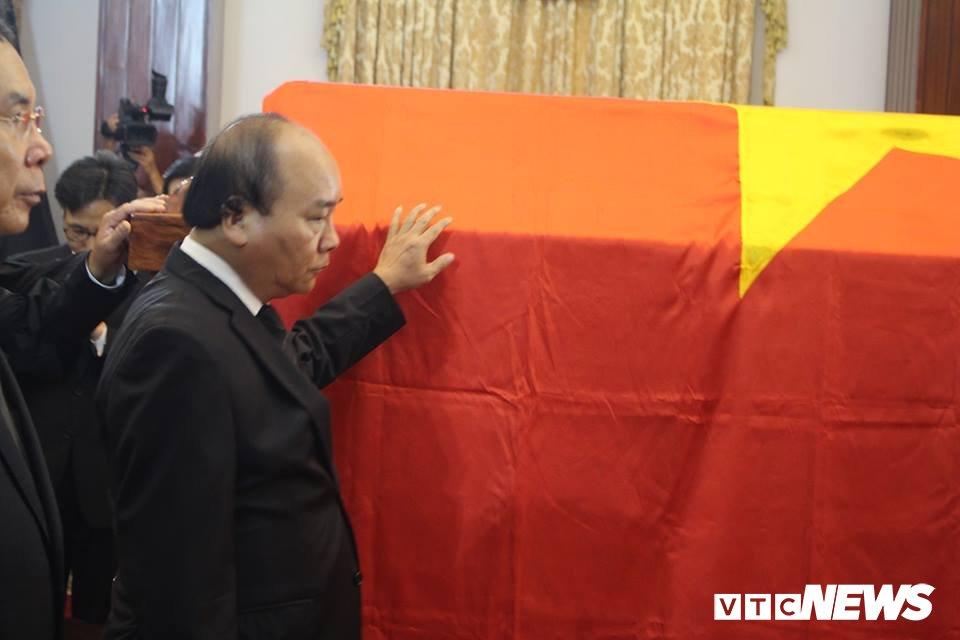 Tong Bi thu Nguyen Phu Trong den vieng, viet loi tiec thuong nguyen Thu tuong Phan Van Khai hinh anh 10