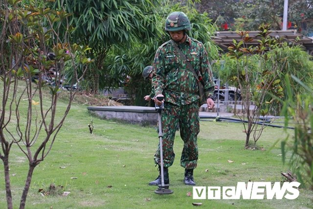 Anh: Cong binh kiem tra an ninh, do min o 2 khach san tung don Tong thong My tai Ha Noi hinh anh 7