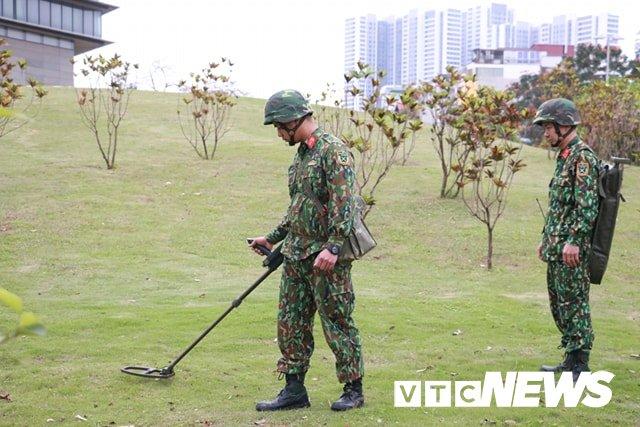Anh: Cong binh kiem tra an ninh, do min o 2 khach san tung don Tong thong My tai Ha Noi hinh anh 4