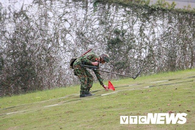 Anh: Cong binh kiem tra an ninh, do min o 2 khach san tung don Tong thong My tai Ha Noi hinh anh 6