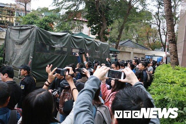 Anh: Doan xe cho nhan vien an ninh Trieu Tien ve khach san Melia o Ha Noi hinh anh 9