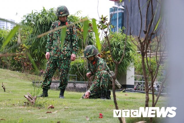 Anh: Cong binh kiem tra an ninh, do min o 2 khach san tung don Tong thong My tai Ha Noi hinh anh 3