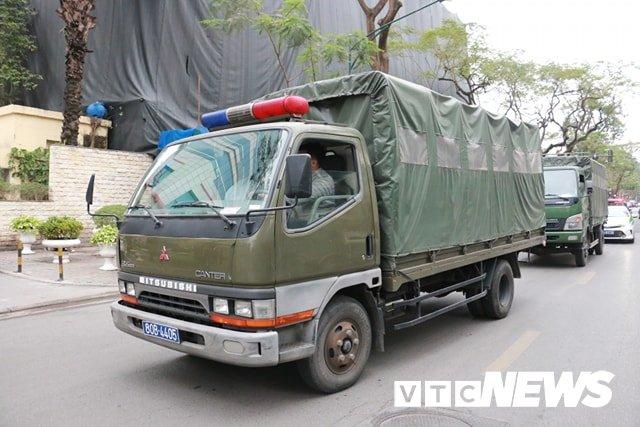 Anh: Doan xe cho nhan vien an ninh Trieu Tien ve khach san Melia o Ha Noi hinh anh 7
