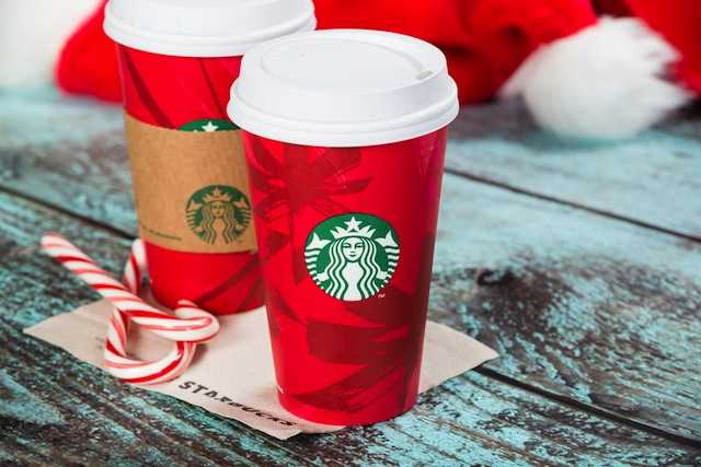 Starbucks gioi thieu mon nuoc moi mua le hoi hinh anh 1