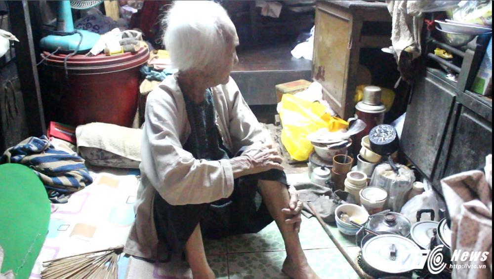 Cụ bà 91 tuỏi nhạt ve chai nuoi con gái tam thàn o Sai Gon hinh anh 2
