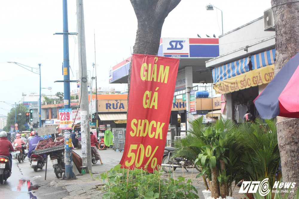 Chua ban het hang, chu 50 ki-ot giap Tan Son Nhat xin qua Tet di doi hinh anh 3