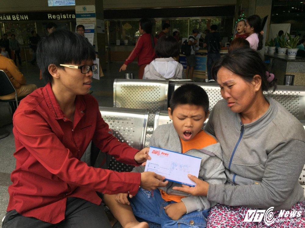 Nguoi me co con chet di song lai vi 'hung than' xe tai nghen ngao cam on doc gia VTC News hinh anh 1