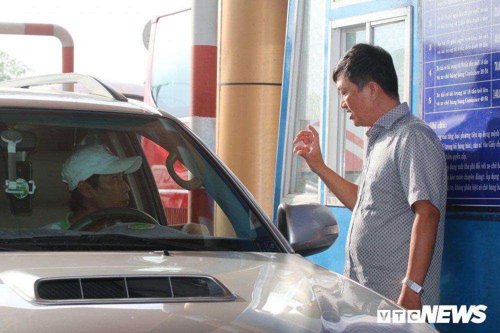 Anh: Tai xe tong sap barie, BOT Soc Trang buoc phai xa tram hinh anh 2