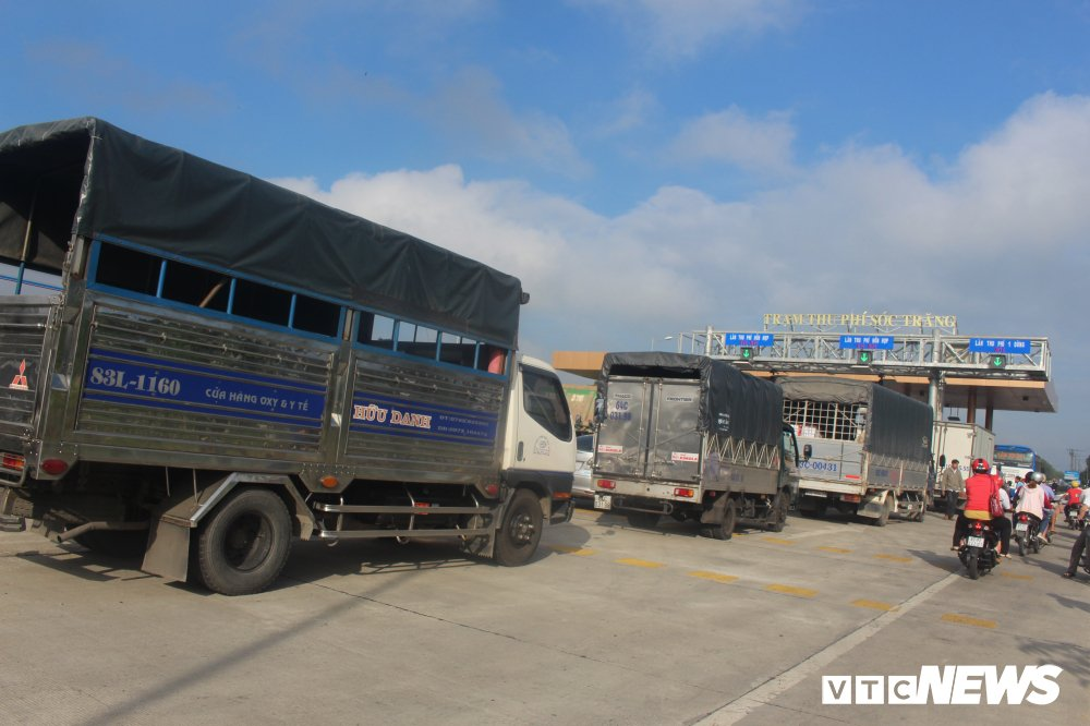 Tai xe phan doi tram BOT Soc Trang: 'Uong coc tra da ma phai tra tien cho ly ca phe sua' hinh anh 1