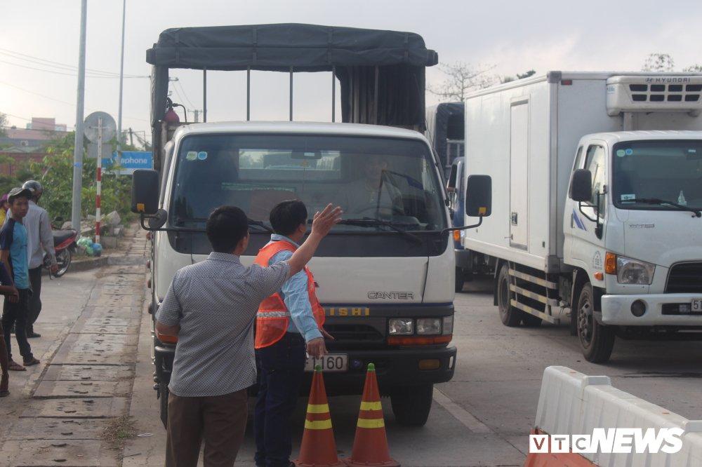 Tai xe phan doi tram BOT Soc Trang: 'Uong coc tra da ma phai tra tien cho ly ca phe sua' hinh anh 9