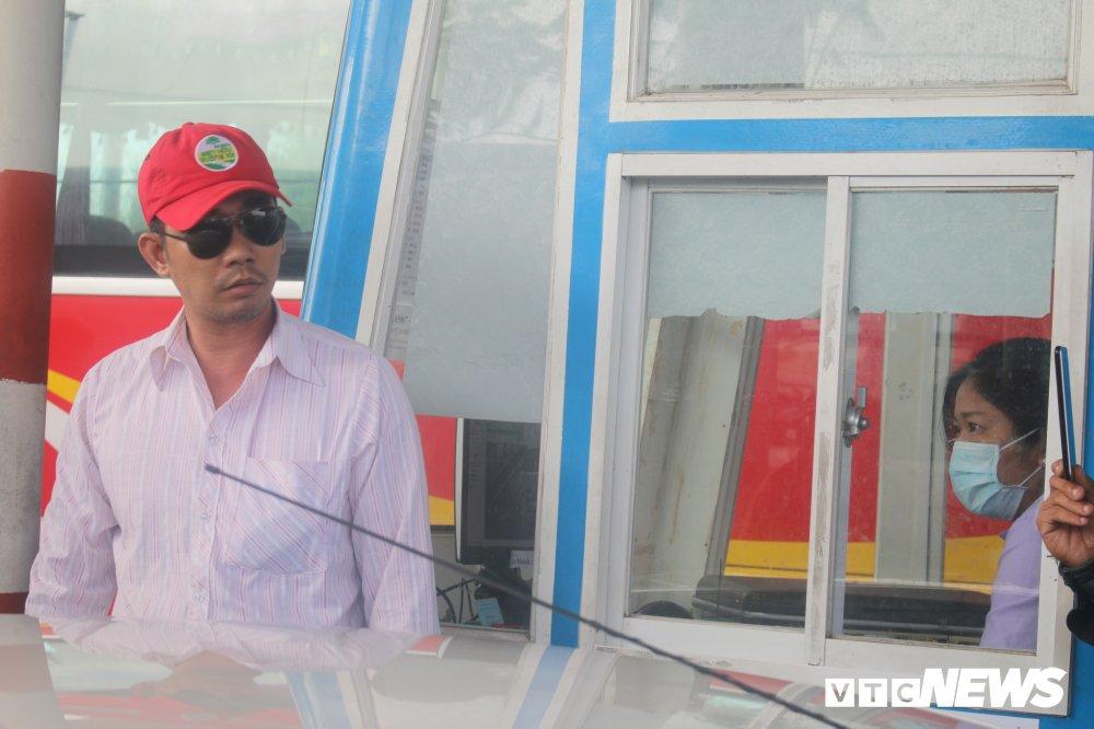 Tai xe phan doi tram BOT Soc Trang: 'Uong coc tra da ma phai tra tien cho ly ca phe sua' hinh anh 6
