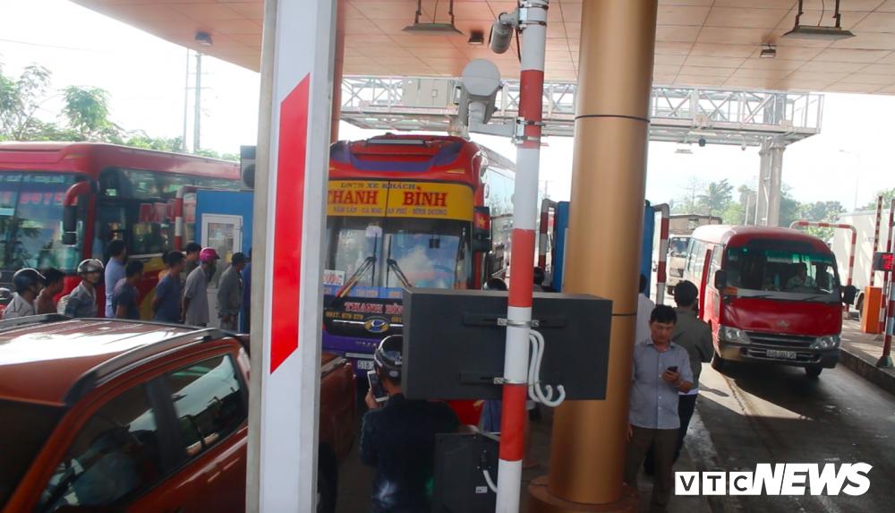 Anh: Tai xe tong sap barie, BOT Soc Trang buoc phai xa tram hinh anh 6