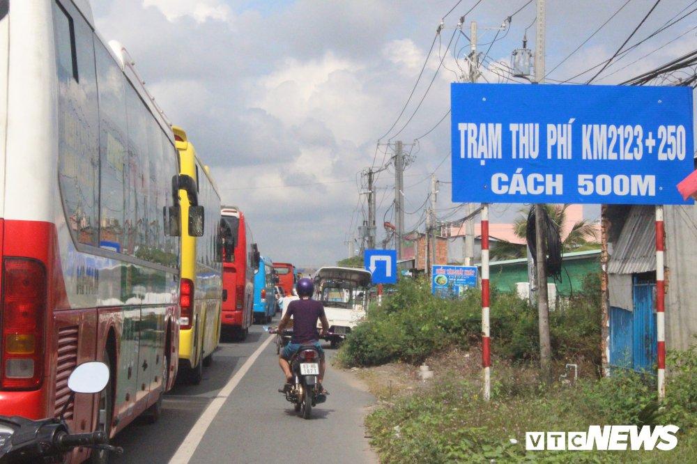 Tai xe bi nguoi la danh quyet khong cho xe qua tram, BOT Soc Trang un tac nghiem trong hinh anh 1