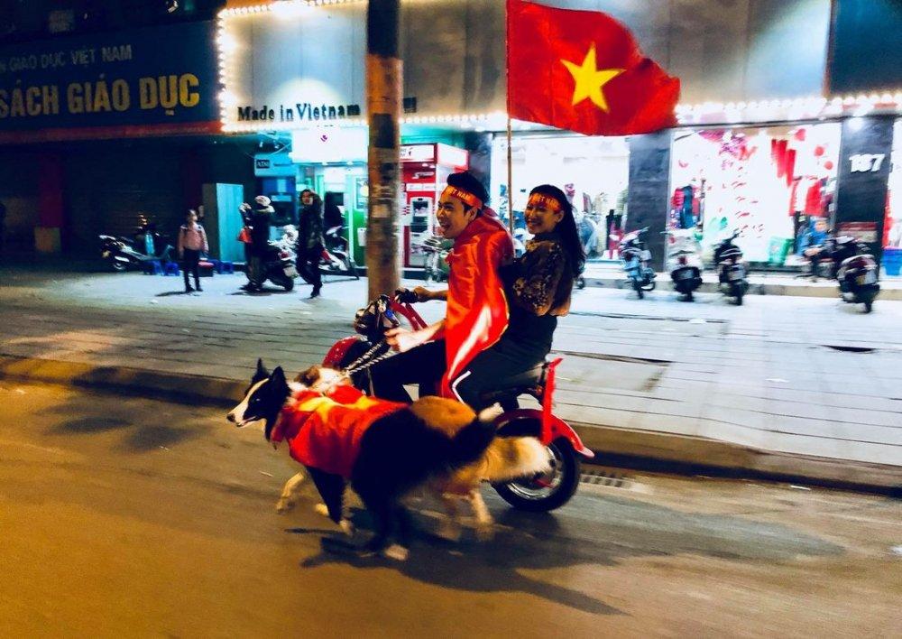 Anh: Nhung co dong vien 'di' nhat hanh tinh tiep lua cho cac chien binh U23 Viet Nam hinh anh 16