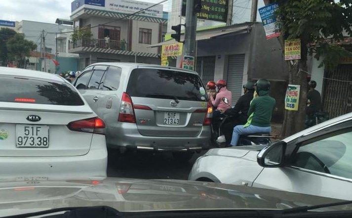 Cua ngo TP.HCM un tac sau ky nghi Tet Nguyen dan hinh anh 3