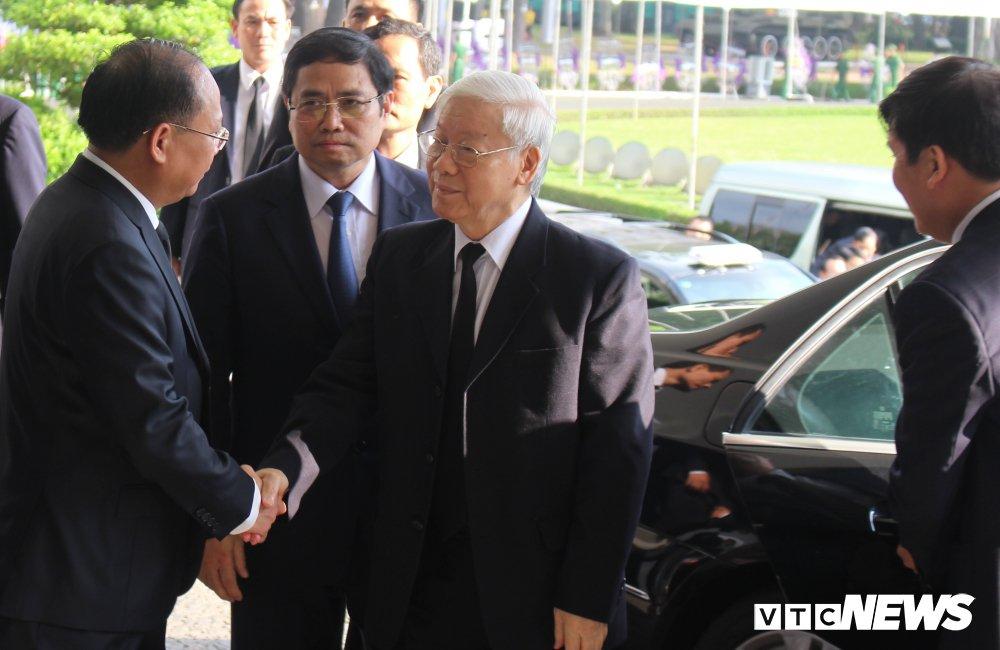 Tong Bi thu Nguyen Phu Trong den vieng, viet loi tiec thuong nguyen Thu tuong Phan Van Khai hinh anh 1