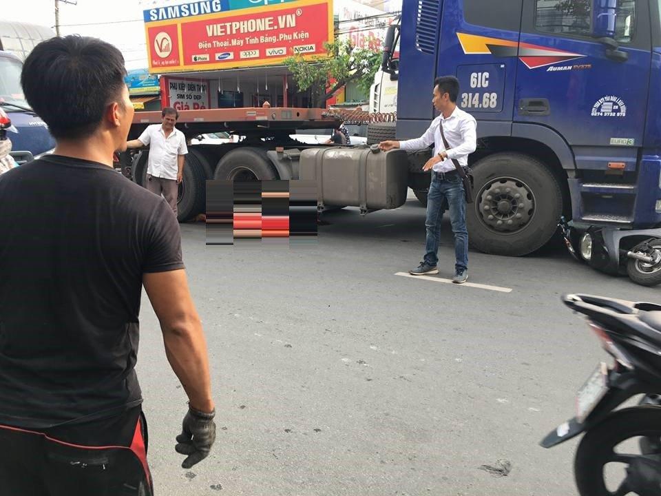 Container keo le xe may, ba bau de con ngay hien truong o Binh Duong hinh anh 1