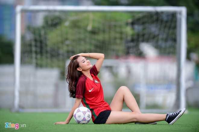 Hot girl 'Mu Tat' du doan Ronaldo lap hat-trick trong tran ra quan hinh anh 2