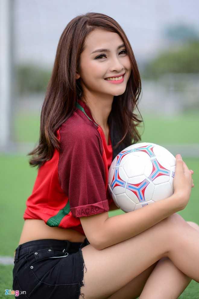 Hot girl 'Mu Tat' du doan Ronaldo lap hat-trick trong tran ra quan hinh anh 8