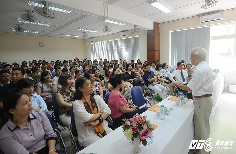 GS Ho Ngoc Dai: 'Di hoc phai la hanh phuc' hinh anh 1