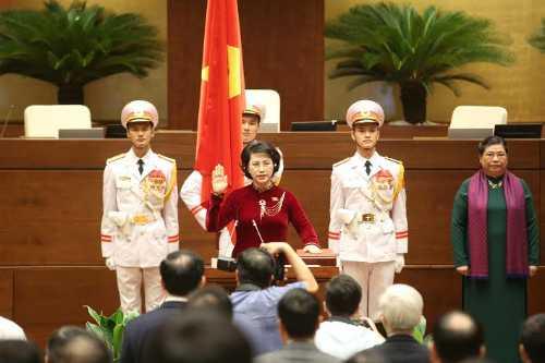 Ba Nguyen Thi Kim Ngan tuyen the nham chuc Chu tich Quoc hoi khoa XIV hinh anh 1