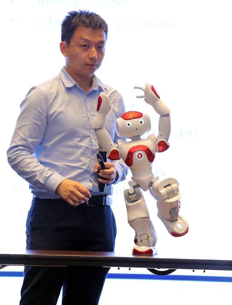 Sap co robot day hoc tieng Anh cho tre em Viet Nam hinh anh 1