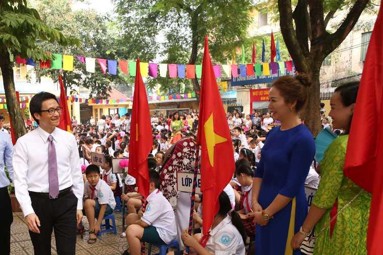 Pho Thu tuong Vu Duc Dam bat ngo du le khai giang o tieu hoc Viet Nam - Cu Ba hinh anh 1