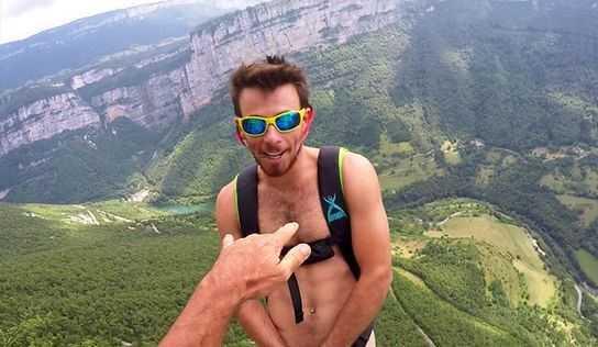 Chang trai 27 tuoi khoa than nhay tu do cao 1.000 m mung sinh nhat hinh anh 1