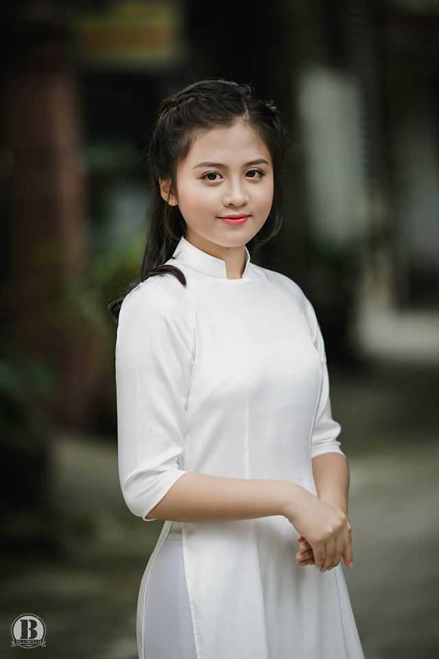 Net dep tinh khoi cua nu sinh lop 10 THPT Huynh Thuc Khang hinh anh 1
