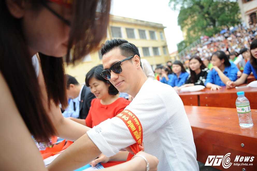 Trong Hieu Idol trong 'vong vay' cua gan 3.000 sinh vien DH Thai Nguyen hinh anh 5