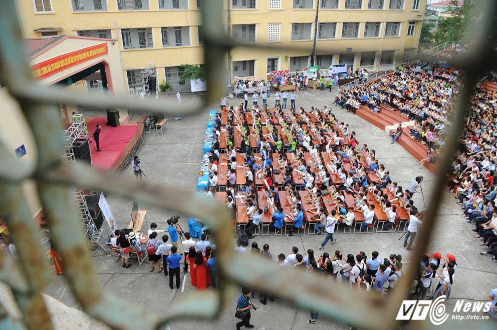 Trong Hieu Idol trong 'vong vay' cua gan 3.000 sinh vien DH Thai Nguyen hinh anh 3