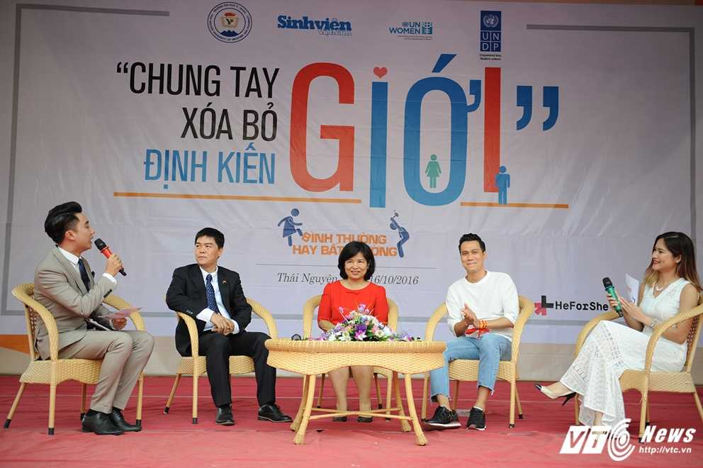 Trong Hieu Idol trong 'vong vay' cua gan 3.000 sinh vien DH Thai Nguyen hinh anh 6