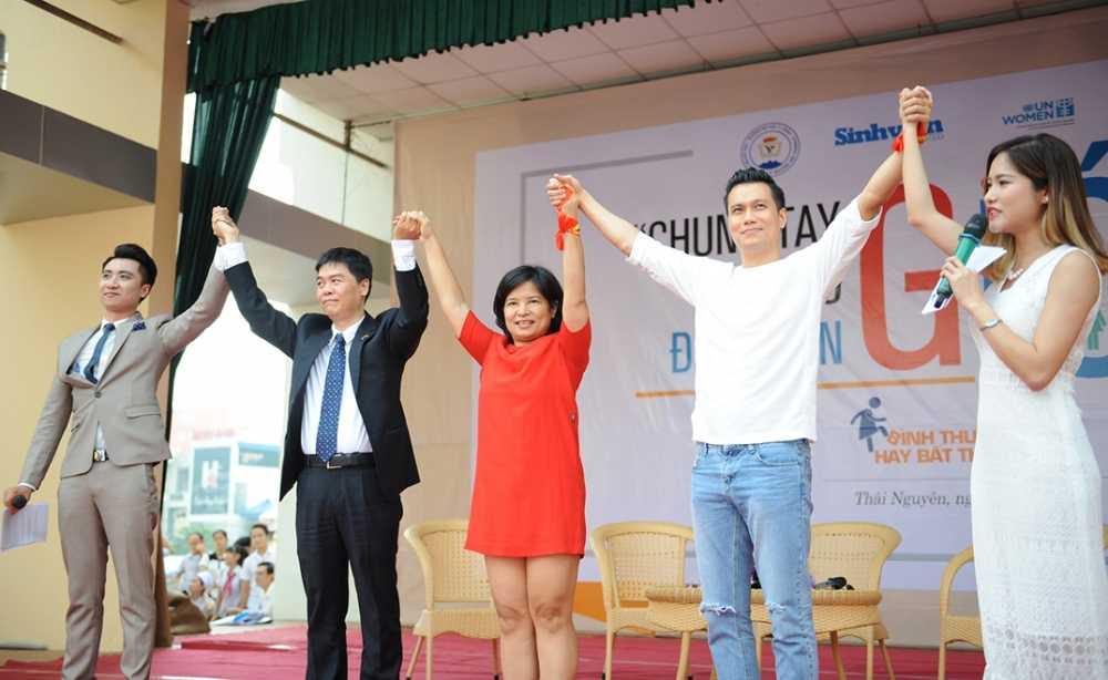 Trong Hieu Idol trong 'vong vay' cua gan 3.000 sinh vien DH Thai Nguyen hinh anh 7