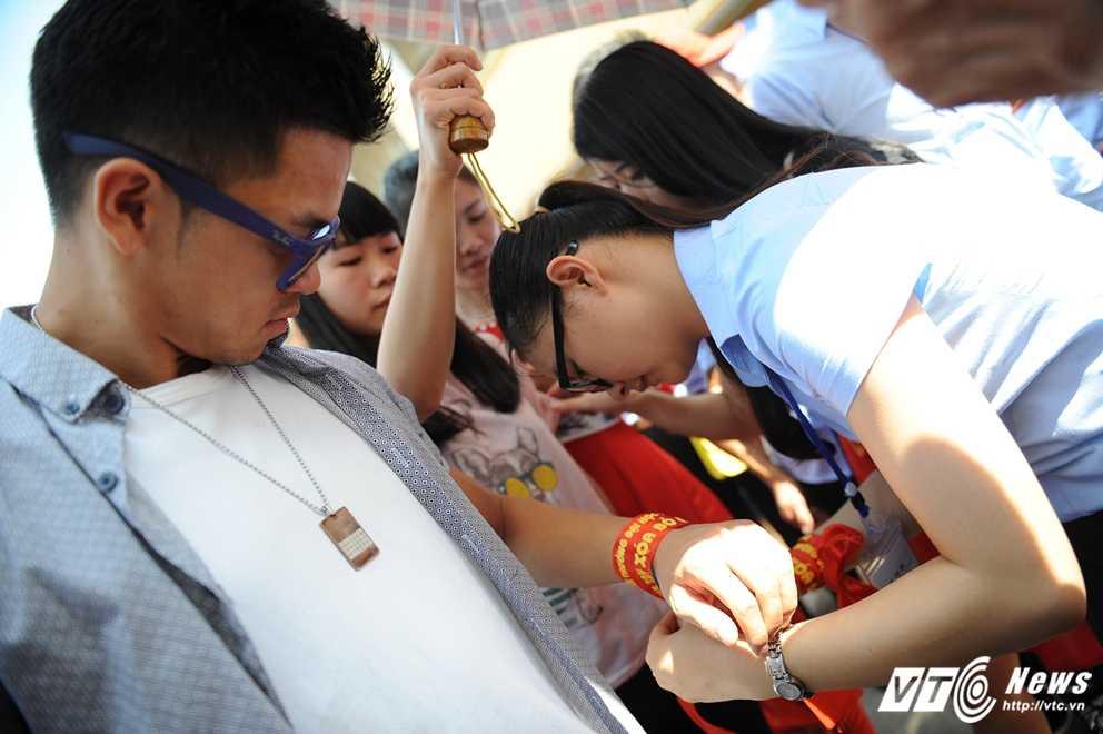 Trong Hieu Idol trong 'vong vay' cua gan 3.000 sinh vien DH Thai Nguyen hinh anh 10
