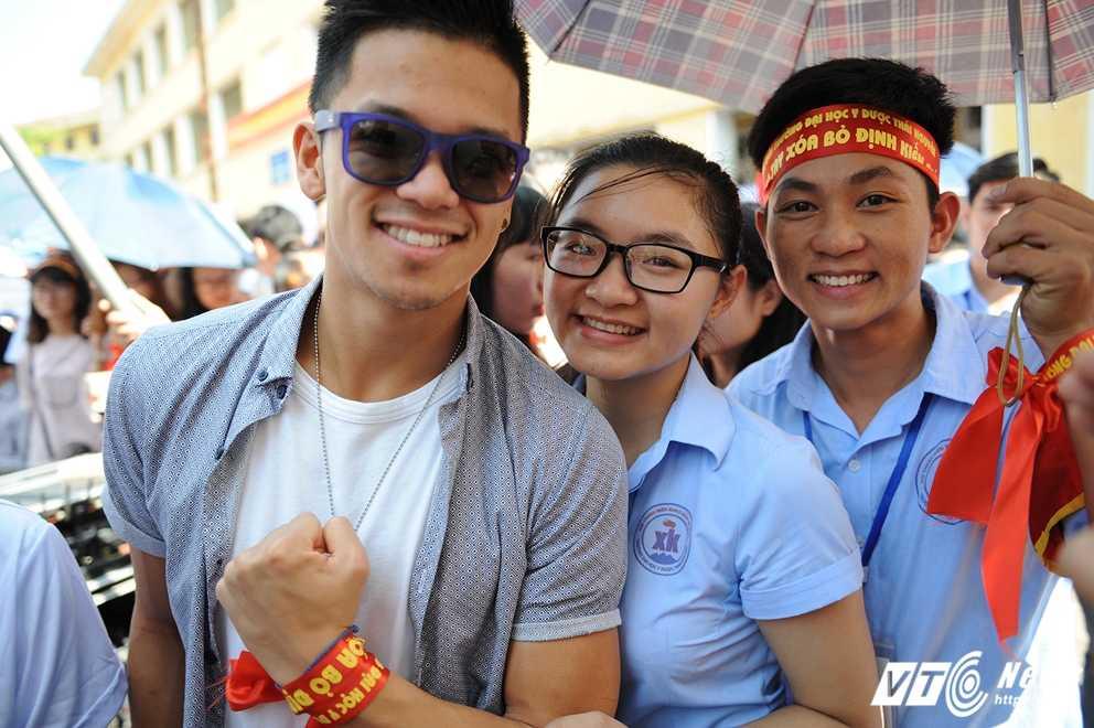 Trong Hieu Idol trong 'vong vay' cua gan 3.000 sinh vien DH Thai Nguyen hinh anh 12