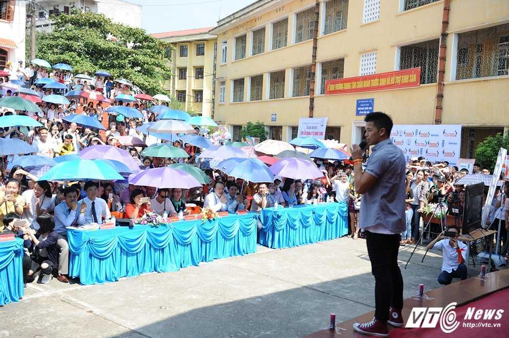 Trong Hieu Idol trong 'vong vay' cua gan 3.000 sinh vien DH Thai Nguyen hinh anh 15