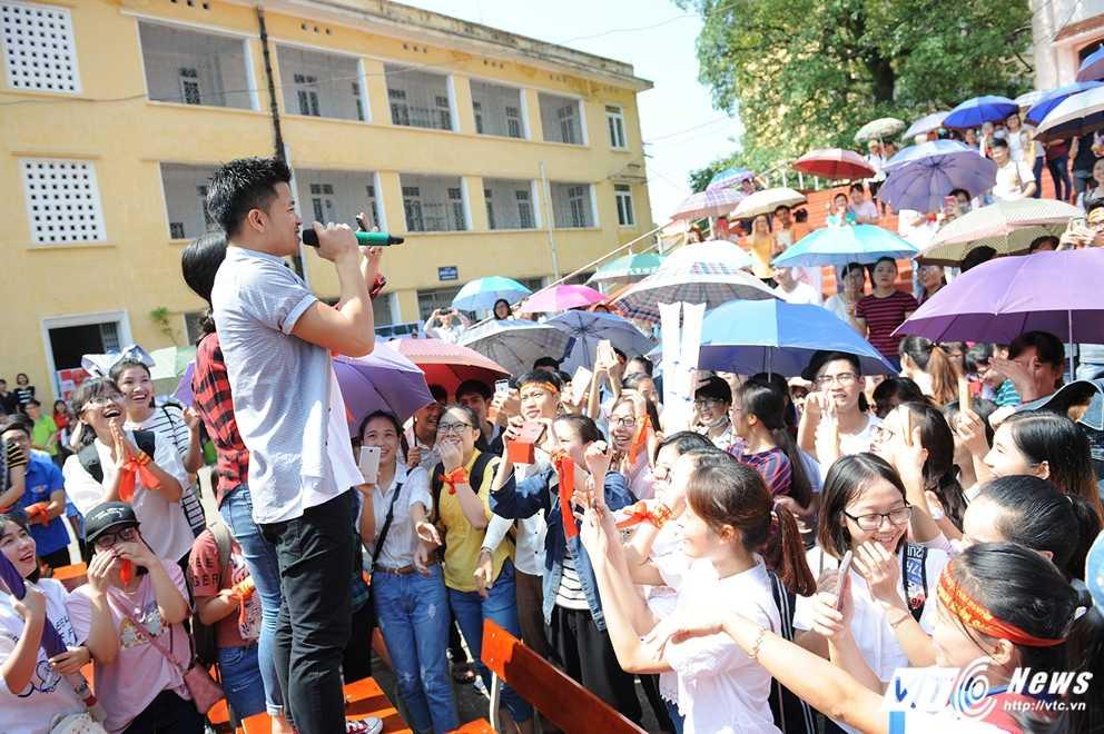 Trong Hieu Idol trong 'vong vay' cua gan 3.000 sinh vien DH Thai Nguyen hinh anh 16