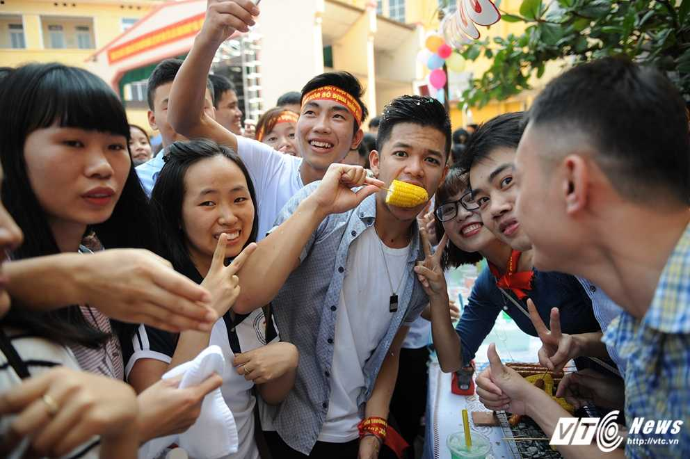 Trong Hieu Idol trong 'vong vay' cua gan 3.000 sinh vien DH Thai Nguyen hinh anh 18