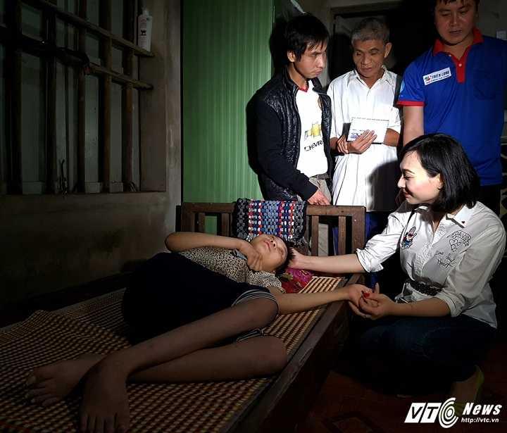 Hoa hau Viet Nam toan cautang qua cuu tro cho nguoi dan Ha Tinh hinh anh 2