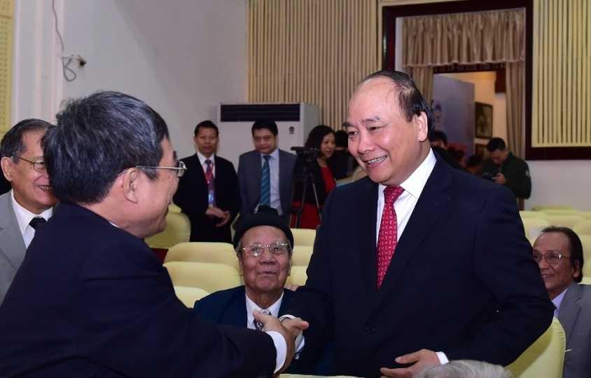 Thu tuong Nguyen Xuan Phuc ve tham truong dai hoc cu hinh anh 3