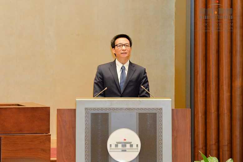 Pho Thu tuong Vu Duc Dam 'chia lua' cung Bo truong GD-DT hinh anh 2