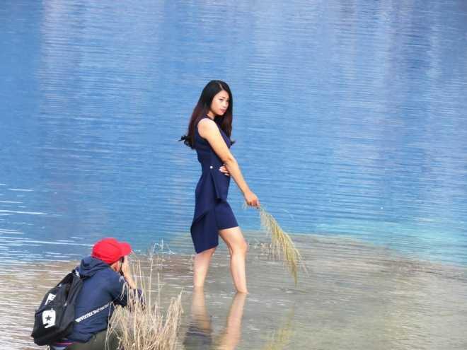 Thieu nu Hai Phong hao huc di ngam ho nuoc xanh dep nhu tien canh hinh anh 5